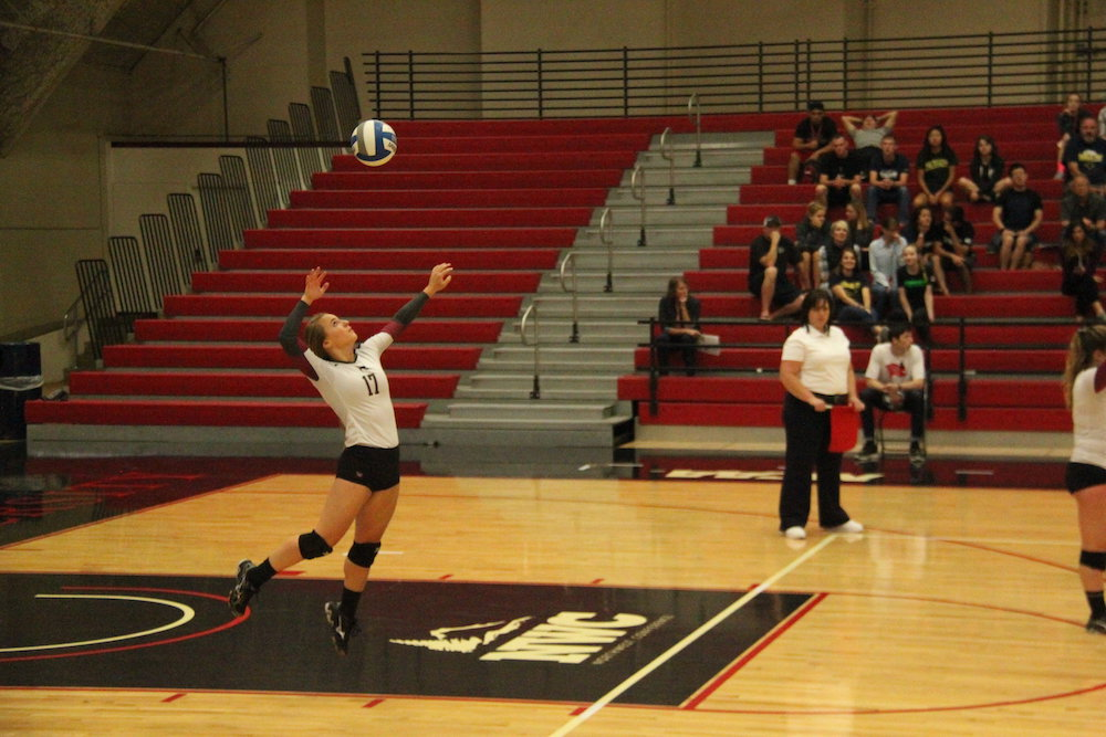 Volleyball sweeps opening weekend of  Northwest Conference action